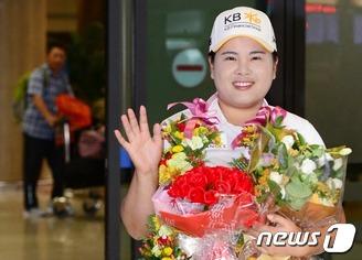 '커리어 그랜드슬램' 박인비 입국