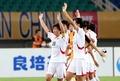 중국에 역전승한 北 여자 축구 '응원단에 인사'