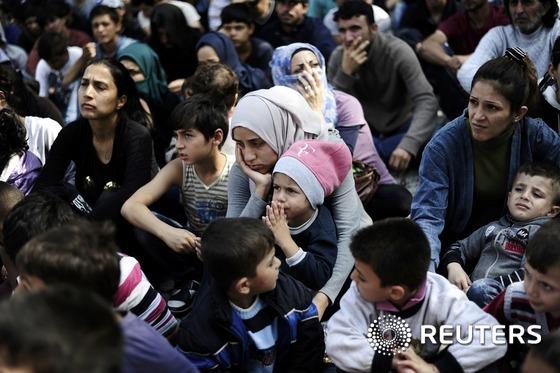 EU, 난민 12만명 분산수용 합의…동유럽 4개국 반대(종합)