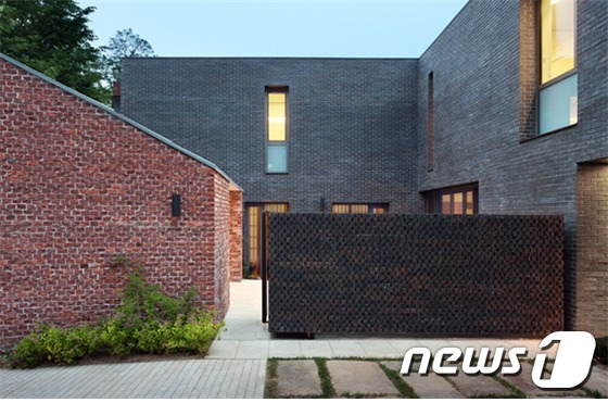 2015 서울시건축상 대상에 도상봉 작업실 '도천 라일락집'