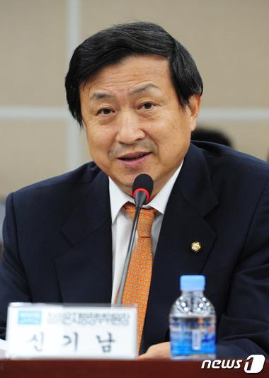 '아들 로스쿨 청탁 의혹' 신기남 의원, 검찰 고발될 듯