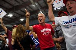 포효하는 트럼프 지지자들