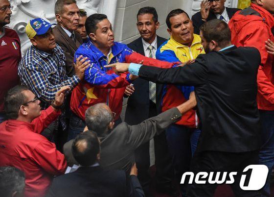 난장판된 베네수엘라 의회