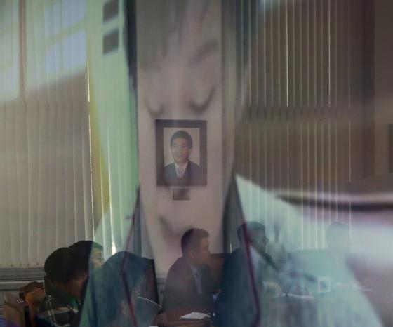 박근혜 대통령 영상에 비춰지는 고 노무현 전 대통령