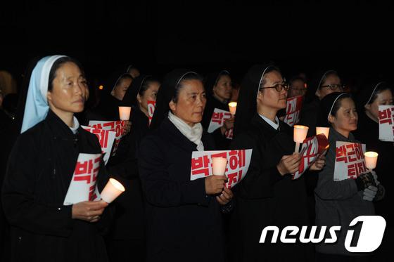 촛불든 수녀들