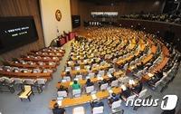 朴 대통령 탄핵소추안 압도적 가결…찬성 234표