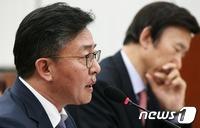"""홍용표 말 바꾸기 논란…""""증거자료 아닌 의혹 관련 자료"""""""