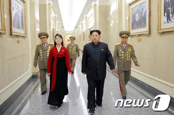 '태양궁전' 참배한 北 김정은, 다음 도발카드는