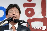 """유승민 탈당·무소속출마 선언…""""시대착오적 정치보복"""""""