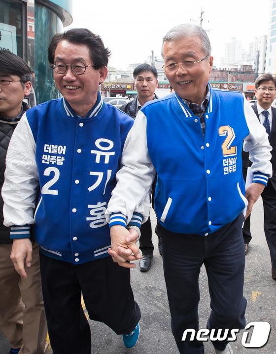 김종인 손 꼭 잡은 유기홍 관악갑 후보