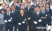 노무현 전 대통령 서거 7주기 거행…'통합' 한 목소리