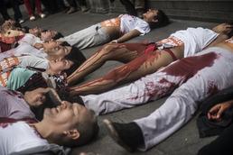 """""""후지모리 반대"""" 피의 시위"""