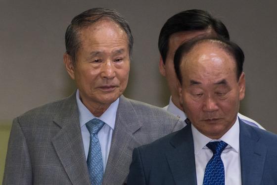 이상득 전 의원, '포스코 비리' 첫 공판 출석