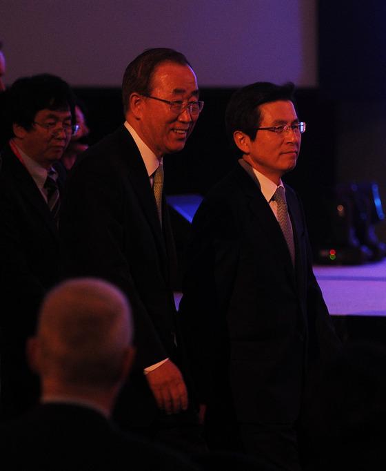 '유엔 NGO 콘퍼런스'입장하는 반기문 총장