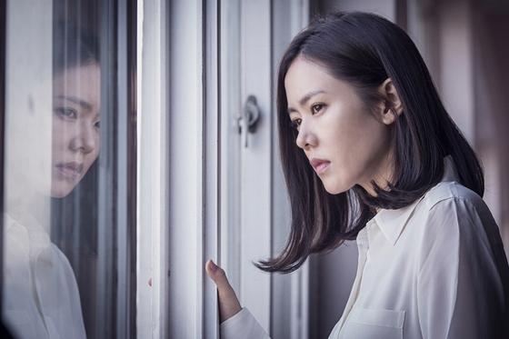 [영화공책]엄마 손예진의 폭주, 히스테리컬 스릴러 '비밀은 없다'