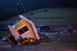 美 웨스트버지니아, 폭우에 쓸려간 가옥