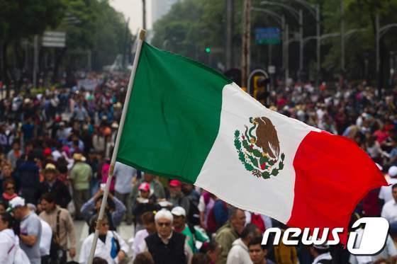 """멕시코 """"교육개혁 중단하라"""""""