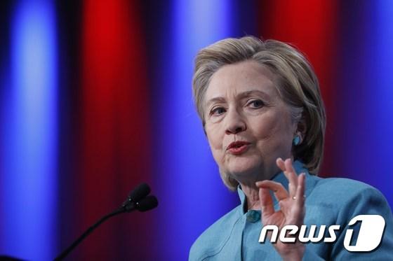 힐러리, 첫 트럼프 두자릿 수 앞서