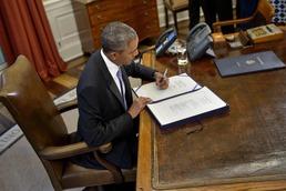 오바마. 푸에르토리코 구제법안 서명