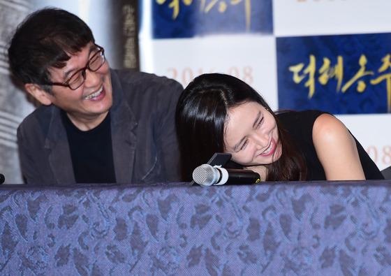 허진호 감독-손예진, '배꼽 빠지겠네~'