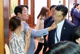 국회의장실로 몰려간 새누리당...'멱살잡이'까지