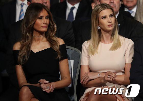 응원나온 트럼프 부인과 딸
