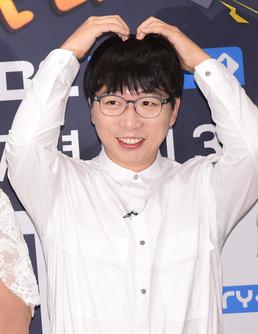 """[단독] 정범균, 트로트가수 '유산균' 데뷔 """"개그·가수 선배 유산슬에 ..."""