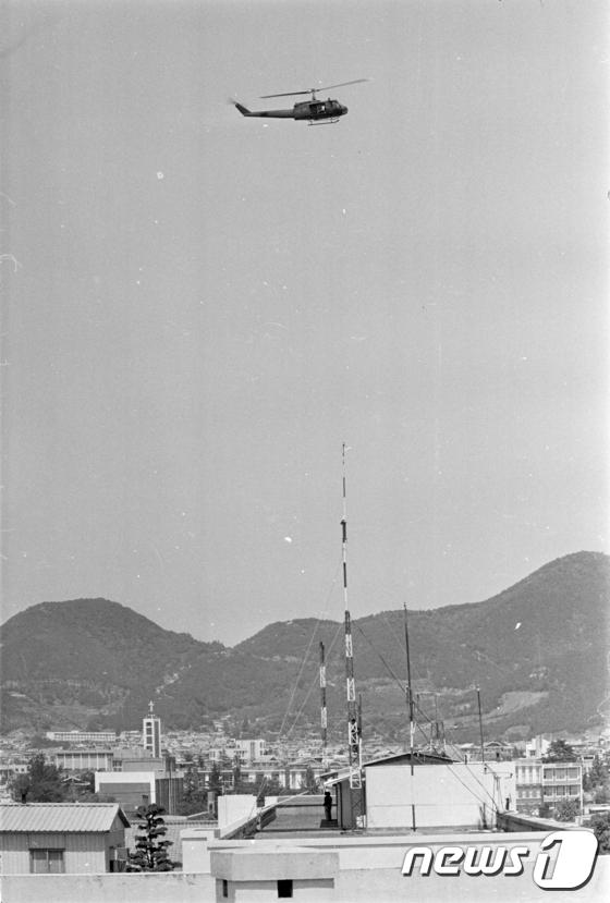 5.18 당시 전일빌딩 인근 비행하는 헬리곱터
