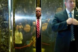 트럼프 엘리베이터에 끼었나?