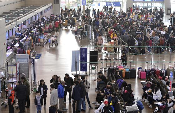 설명절 앞두고 붐비는 인천공항