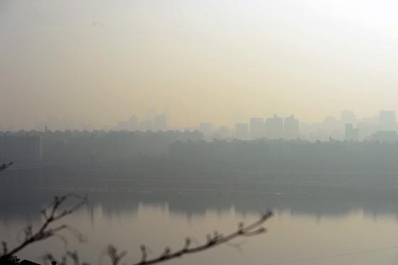미세먼지 가득한 서울 도심