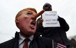'피노키오 트럼프는 내 대통령 아냐'