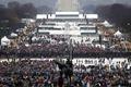 [사진] 트럼프 취임식 기다리는 美국민들