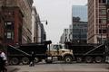 [사진] 美대통령 취임식장 인근에 세워진 트럭들