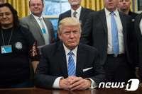 트럼프, 취임 뒤 첫 지지율 조사 45%…53년 이후 최저