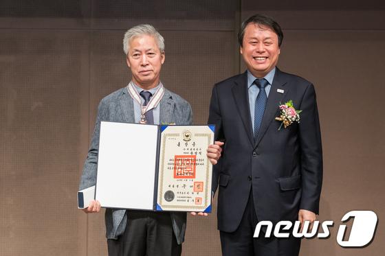 보관문화훈장 받은 송영석 해냄출판사 대표