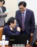 [국감]우원식 원내대표 '국감 격려'
