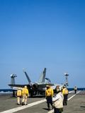 항모 위 출격 대기중인 전투기 '北 도발 대비'