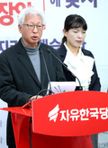 류석춘 위원장 '당 횃불 로고 변경안 검토'