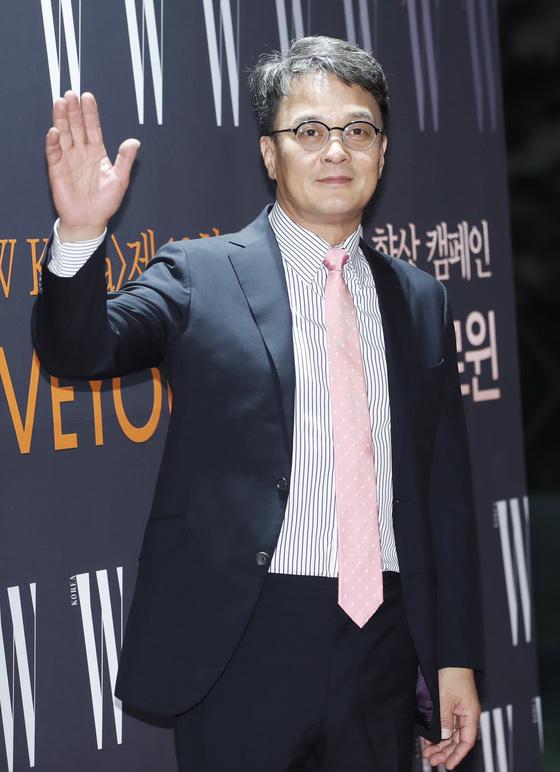 """[종합]'성추행 의혹' 조민기 """"명백한 루머"""" · 청주대 """"품위손상으로 면직"""""""