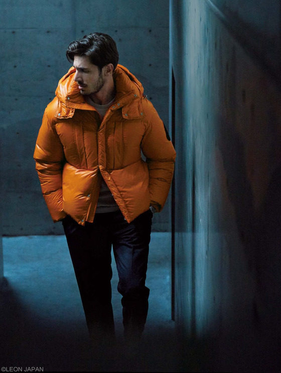[남자의 유행통신] 위트 있는 남자의 필수 아이템, 컬러 다운재킷