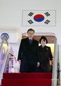서울공항 도착한 문재인 대통령 부부