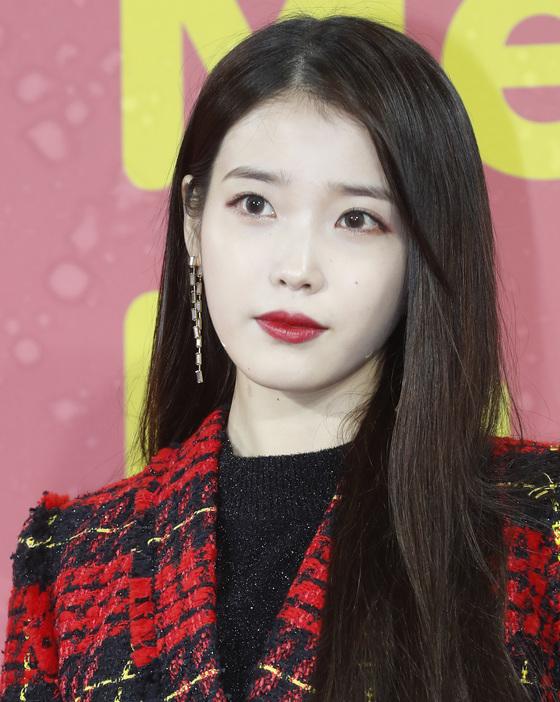 [단독] 아이유, 이번엔 팬덤과 '1억' 기부…'훈훈 10주년'