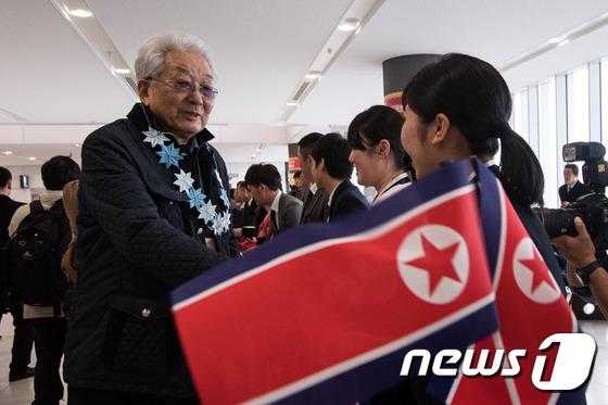 장웅 北 IOC 위원, 선수단 이끌고 삿포로 아시안게임 참가