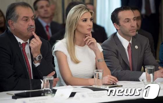 백악관 제조업체 CEO 모임에 참석한 이방카