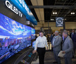 전미 세일즈 미팅에서 소개되는 삼성 QLED TV
