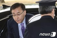 구속? 불구속?…朴조사 끝까지 지킨 김 총장 어떤 결단 내릴까