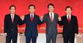 손 맞잡고 토론회 참석한 자유한국당 대선주자들