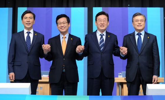손 맞잡은 민주당 대선 후보들