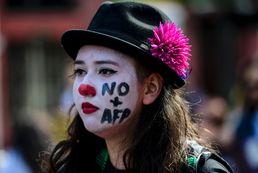 연금 개혁요구 시위나선 칠레 여성